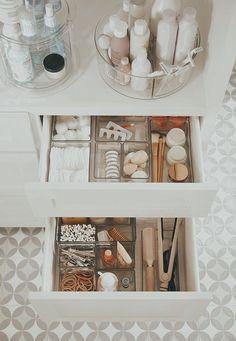 Diy Organisation, Bathroom Organisation, Makeup Organization, Organized Bathroom, Organizing Ideas, Organize Bathroom Drawers, House Organization Ideas, Organising, Small Bathroom Organization