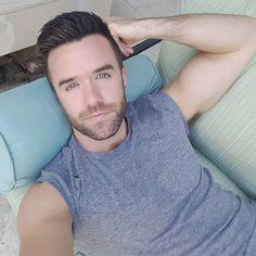 Gils sexy gay man doing beyonce