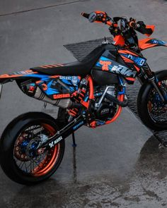 Ktm Dirt Bikes, Cool Dirt Bikes, Harley Bikes, Dirt Bike Gear, Dirt Biking, Motocross Ktm, Motocross Girls, Ktm Supermoto, Ducati Hypermotard