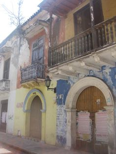 Todds Travels: Cartagena - I love this picture as it's not quite so picture perfect as the others but I think that adds something to it!