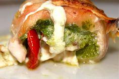 Chicken roll-ups with tomato, mozzarella and pesto!