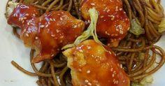 Mennyei Kínai szezámmagos csirke pirított tésztával recept! Egy gyors vacsora az éhes familliánakpikk pakk elkészül! Bacon, Spaghetti, Chicken, Cooking, Ethnic Recipes, Food, Drink, Flagstone, Kitchen