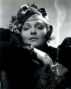 Anna Sten, in a publicity shot for Nana. Samuel Goldwyn hoped that Russian-born Sten would be his answer to Greta Garbo, but Nana was not a success, and neither was Sten. Goldwyn cancelled her contract in 1935 Divas, Silent Film Stars, Movie Stars, Classic Hollywood, Old Hollywood, Hollywood Stars, Hollywood Actresses, Anna, George Hurrell