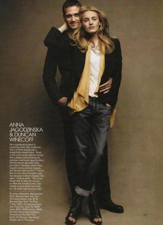 nice pose for couples / engagement photography Anna Jagodzinska Meet The Boyfriends American Vogue May 2009 by Patrick Demarchelier Pose Portrait, Portrait Photos, Portrait Studio, Couple Portraits, Pet Portraits, Clothing Photography, Couple Photography Poses, Fashion Photography, Photography Outfits