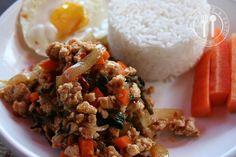 Thaise recepten van Piyawadee: Geroerbakte Kipfilet met verse Heilig basilicum : KAI PHAD KAPHRAO