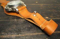 Fotografia Leather Jewelry, Leather Craft, Watch Belt, Watch Straps, Bracelet Cuir, Leather Pattern, Leather Watch Bands, Leather Tooling, Bracelets