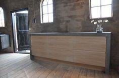 Greeploze eikenhouten keuken op een Ikea frame  www.houtcuisine.nl