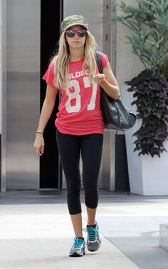 Ashley Tisdale Workout use Sporty Clothes