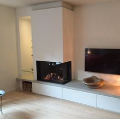 Living Room Decor Fireplace, Fireplace Tv Wall, Modern Fireplace, Fireplace Design, Living Room Lounge, Home Living Room, Kitchen Room Design, Interior Design Living Room, Scandinavian Fireplace