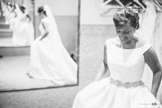 Novia probándose su vestido princesa | http://www.bodas.net/video/bodas-50mm--e36859/fotos/22
