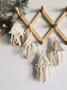 🌟Tante S!fr@ loves this📌🌟Macrame ornament // christmas tree ornament // macrame home decor // boho christmas // triangle orna Macrame Design, Macrame Art, Macrame Projects, Macrame Knots, Christmas Tree Decorations, Christmas Tree Ornaments, Christmas Crafts, Ornament Tree, Christmas Activities