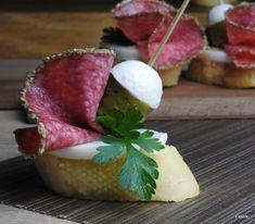 Appetizer Recipes, Snack Recipes, Appetizers, Brunch Party, Food Decoration, Canapes, Party Snacks, Food Plating, Luau