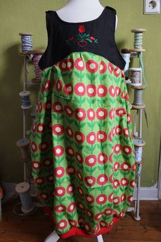 Ein Kleid nach den Wünschen unserer Amélie. Bitte Ballonkleid mit Tulpe und Taschen