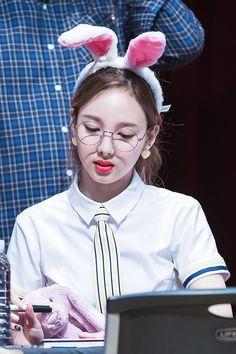 twice nayeon 🐰😍💙 Extended Play, South Korean Girls, Korean Girl Groups, K Pop, Twice Once, Nayeon Twice, Dahyun, Minatozaki Sana, Im Nayeon