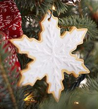 Clay Christmas Cookie Ornaments Add a sweet touch of holiday fun to your Christmas tree with creative Christmas cookie-inspired ornaments. With clay and acrylic paint, it's easy to make these cute Christmas decorations that look good enough to eat. Crochet Christmas Trees, Christmas Fairy, Christmas Tree Ornaments, Christmas Cookies, Christmas Time, Christmas Ideas, Xmas, Christmas Craft Projects, Holiday Crafts