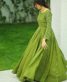 Indian Fashion Dresses, Pakistani Fashion Party Wear, Pakistani Dresses Casual, Frock Fashion, Indian Gowns Dresses, Dress Indian Style, Pakistani Dress Design, Indian Designer Outfits, Party Wear Lehenga