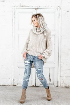 A wide selection of beautiful knitwear and cardigans - fall in love with our famous knits. Comfy mohair, soft cotton, stylish merino and luxurious cashmere - our knitwear selection offers wonderful options for every occasion. Natural Linen, Four Seasons, Knitwear, Cashmere, Turtle Neck, Sweaters, Cardigans, Knitting, Chic