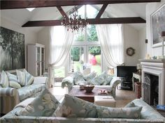 Sitting room vaulted ceiling