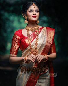 Bridal Sarees South Indian, Bridal Silk Saree, Indian Bridal Outfits, Indian Bridal Fashion, Saree Wedding, Kerala Wedding Saree, Silk Sarees, Kerala Hindu Bride, South Indian Bridal Jewellery