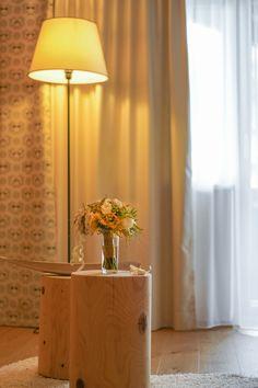 Dekoration in den Zimmern Sconces, Wall Lights, Lighting, Home Decor, Double Room, Summer Vacations, Homes, Dekoration, Nice Asses