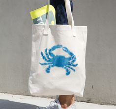 Fresh from the ocean, this blue and white crab from the Sea Life Collection embodies island life and shows off several hues of nautical blue in a vintage texture. This all-purpose natural cotton tote