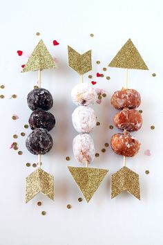 'Cupid's Donut Hole Arrows' are Perfect for Couples who Love Sweets #valentines trendhunter.com Bon Pour La Saint Valentin, Valentine Baby Shower, Valentine Party, Valentines Breakfast, Valentines Day Food, Funny Valentine, Valentine Day Crafts, Valentine Activities, Valentine Ideas