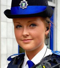 Women in uniform… How nice it can be? Pictures of police women around the world. Some pictures of armed beauty in uniform. Security Uniforms, Police Uniforms, Girls Uniforms, Female Cop, Female Soldier, Female Warriors, Stunning Girls, Beautiful Women, Absolutely Stunning