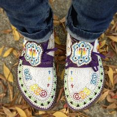 Rock Your Mocs Instragram user oocelestialoo ck site with 20 Native American moccasin photos