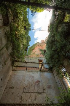 """This beautiful, but exceedingly derelict, old Hall has been on my """"to do"""" list since I first got into urban exploration last summer. On a sunny morning a few weeks ago I decided that it was finally…"""