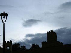 """#Granada - #Guadix - Alcazaba  37º 17' 57"""" -3º 8' 10"""" El castillo se encuentra dominando y defendiendo la localidad de Guadix, una de las más importantes de la provincia granadina. Un aspecto curioso de esta alcazaba granadina es su característico color rojizo. Este color se debe al material utilizado para su construcción: el tapial."""