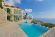 ÈZE MOYENNE CORNICHE - On the heights of Èze and few minutes from Monaco, provençal-style villa of 170m² built on a 3400m² plot with large infinity pool and panoramic sea view.
