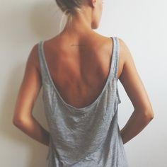 scoop back grey tank And that tattoo placement, perfect Looks Style, Style Me, Basic Style, Look Fashion, Fashion Beauty, Net Fashion, White Fashion, American Girl, Mode Hippie