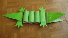 36 crocodile paper roll crafts http://hative.com/homemade-animal-toilet-paper-roll-crafts/