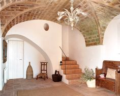 Vicky's Home: Masía en el Ampurdan / Cottage in the Ampurdan French Architecture, Interior Architecture, Interior Design, Stairs And Doors, Old Stone Houses, Adobe House, Stair Steps, Earth Homes, Tuscan Decorating