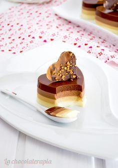 ¡Hola mis reposterill@s! Soy Elisa del blog Especialmente dulce y aquí estoy en estas nuevas cocinas muy chocolatosas, acompañada ...