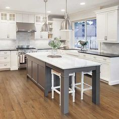 Prairie Ridge Oak smooth laminate floor. Warm wood colors, oak finish, 10mm 1-strip plank laminate flooring, easy to install, PERGO lifetime warranty.