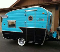 Top 25 Super Cute Camper Exterior Paint Color Ideas – Do you have plans for summer vacation? Of course, it would be nice if you have your own Camper. Small Camper Trailers, Retro Caravan, Tiny Camper, Small Trailer, Small Campers, Vintage Campers Trailers, Retro Campers, Airstream Trailers, Camping Trailers