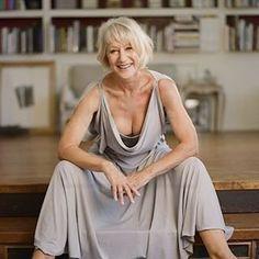 helen mirren let's us see her breast. Sexy Older Women, Old Women, Mode Ab 50, Dame Helen, Beautiful Old Woman, Ageless Beauty, Famous Women, Celebs, Celebrities