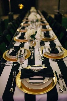 Color Inspiration: Modern Black on White Wedding Ideas - wedding centerpiece idea; via via Frosted Petticoat Scroll along to see more black on white wedding ideas that you should definitely steal for yourself! Gatsby Party, Gatsby Wedding, Gatsby Theme, Festa Party, Party Party, New Years Eve Party, Event Decor, Event Planning, Party Themes