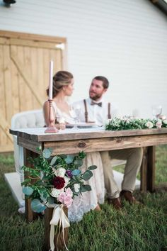 Bride and Groom Farm Sweetheart Table - Florals by Cotton and Magnolia - Rustic Romance at the Beautiful Orange Blossom Barn in Bushnell, FL - Photo by Casie Marie Photography - Click pin for more - Bride Groom Table, Grooms Table, Farm Wedding, Rustic Wedding, Wedding Ideas, Wedding Couples, Boho Wedding, Wedding Reception, Wedding Tables