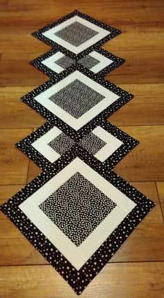 Pottery round craft table, corner craft table, portable craft table, craft table set up booth di Patchwork Table Runner, Table Runner And Placemats, Table Runner Pattern, Quilted Table Runners, Kids Craft Tables, Craft Tables With Storage, Barn Crafts, Cottage Crafts, Quilting Projects