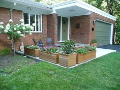 Cindy's midcentury modern porch remodel, including traditional random color slate - Modern Midcentury Modern, Concrete Front Porch, Modern Porch, Porch Entry, Brick Ranch, Building A Porch, Retro Renovation, Wooden Planters, Planter Boxes