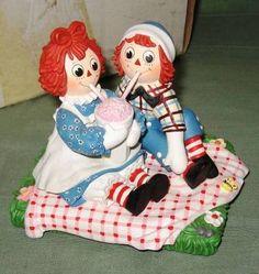 Danbury Mint Raggedy Ann  Andy Treat for Two figurine 1999 ......so cute!
