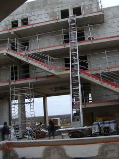 Monte meuble en activité pour un chantier (BTP) en Ile-de-France.