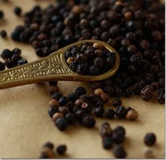 Season with Spice - Features: Spices Unearthed: Black & White Pepper Easy Asian Recipes, Healthy Recipes, Healthy Foods, Black Pepper Health Benefits, Ayurveda, Dried Peppers, Spices And Herbs, Spice Blends, Cooking Tips