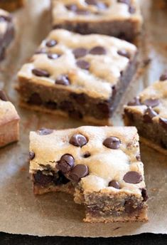 4 Ingredient Peanut Butter Brownies Rich in peanut butter flavor, these super chewy blonde brownies are made without any dairy or grains and they're naturally gluten free. Gluten Free Peanut Butter, Peanut Butter Brownies, Brownies Without Butter, Baking Without Butter, Baking Brownies, Gluten Free Sweets, Gluten Free Baking, Gluten Free Appetizers, Brownie Recipes