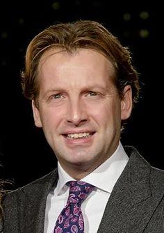 Floris Van Vollenhoven 10-04-1975   Hij is de vierde zoon van prinses Margriet en prof. mr. Pieter van Vollenhoven. De prins wordt officieel aangeduid met Zijne Hoogheid Prins Floris van Oranje-Nassau, van Vollenhoven, maar in de dagelijkse omgang wordt hij kortweg prins Floris genoemd. Floris trouwde op 20 oktober 2005 in Naarden met Aimée Söhngen en heeft 3 kinderen. https://youtu.be/ZSiIQyJeCe0