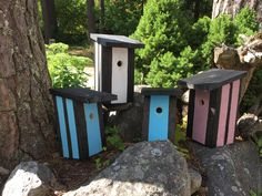 I'm not sure if the birds are affraid of these bold colors, but lets see what happens 😁🐦 Bird Houses, Bold Colors, Stripes, Birds, Outdoor Decor, Pictures, Design, Home Decor, Photos