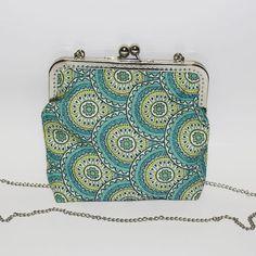 #mala #verde #turquesa #ornamentos #prateado #personalizar #bag #green #turquoise #ornaments #silver #personalized Coin Purse, Wallet, Purses, Handmade, Crafts, Instagram, Turquoise, Green, Handbags