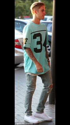 Want to see Justin Bieber live on his Purpose Tour? Join the Justin Bieber Fan Group and Waiting Lists to attend the concert on September Justin Bieber 2015, Justin Bieber Outfits, Justin Bieber Style, Justin Bieber Photos, Justin Bieber Wallpaper, Swag Style, Men's Style, Celeb Style, Mens Fashion